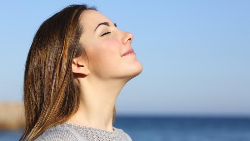 Hít thở sâu giúpkiểm soátcăng thẳng và sựsợhãi tốt hơn