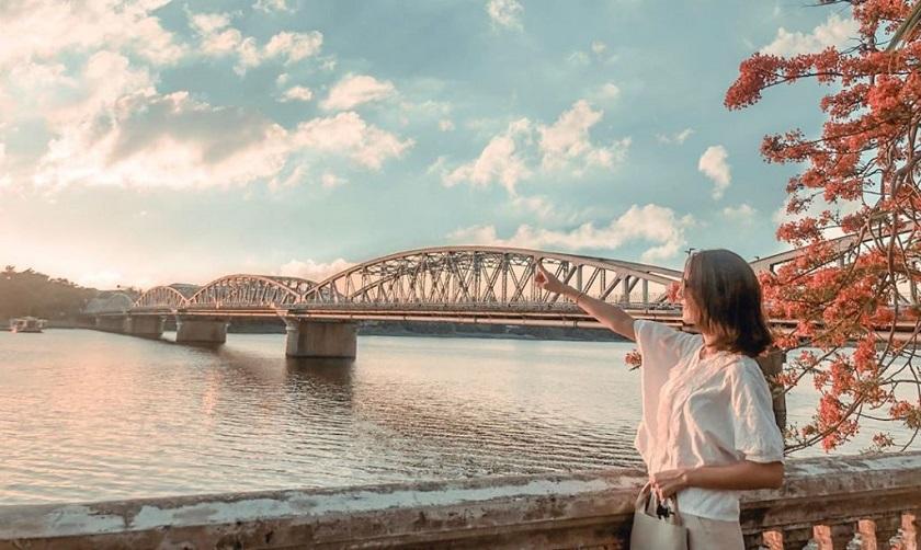 Cầu Tràng Tiền - chưa đứng trên cầu là chưa vô tới Huế! - BestPrice