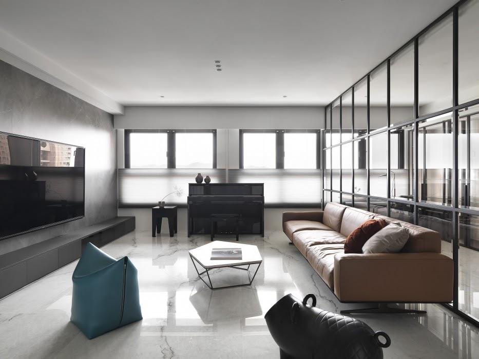 Sử dụng vách ngăn kính để tạo không gian mở cho căn hộ 100m2