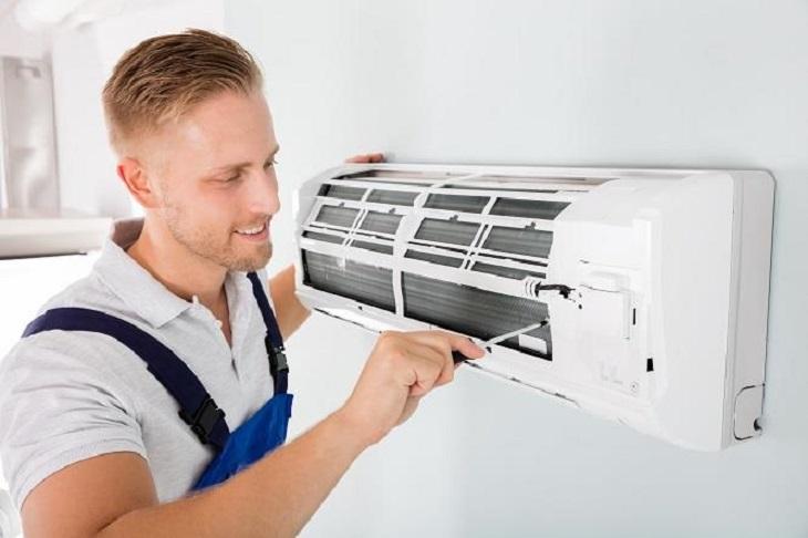 Hướng dẫn vệ sinh máy lạnh đơn giản đúng cách an toàn tại nhà